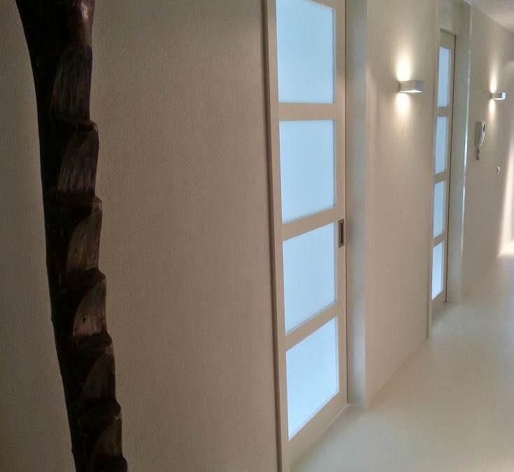 Nieuwe schuifdeuren in de hal bij Erwin en Madelon