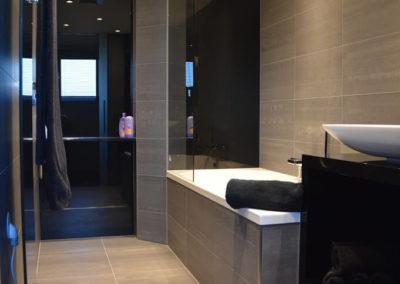 De badkamer en het toilet van Thom en Saskia