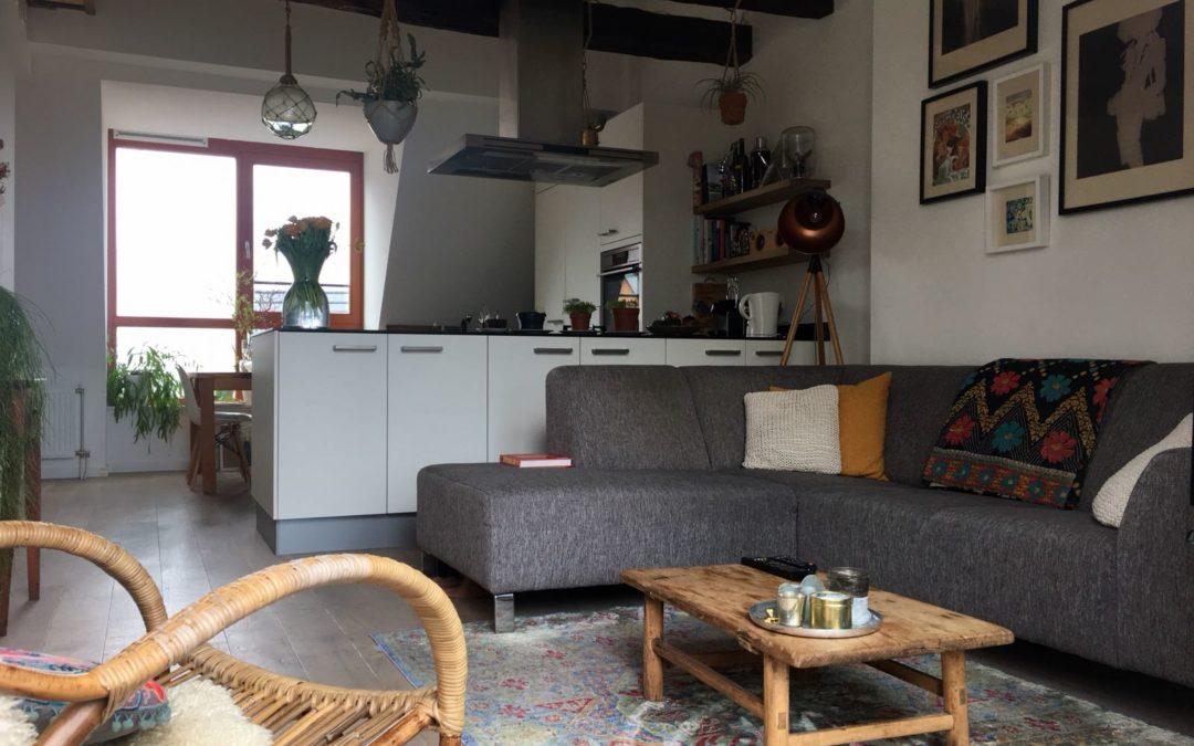 De mat witte keuken met TopCore blad en Eiken balken van Janneke & Erik