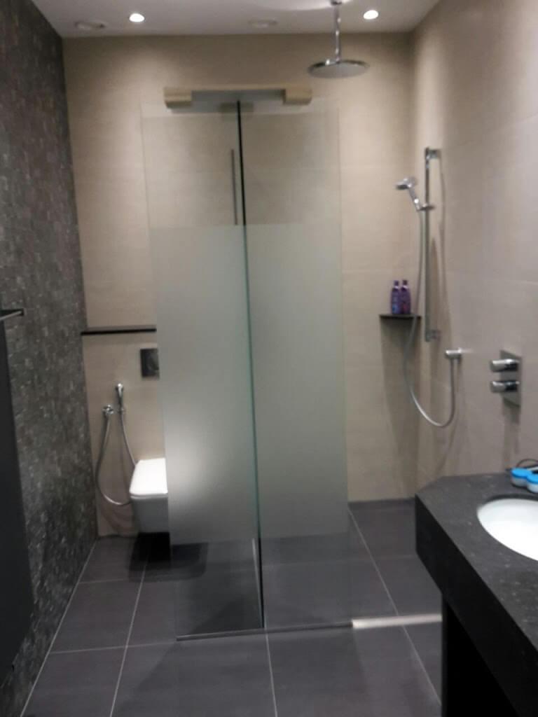 Henk zijn badkamer